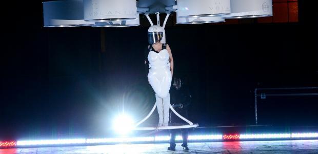 Летяща рокля на Лейди Гага