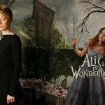 Уасиковска в ролята на Алис