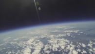 """На височина 31 км край Пазарджик български студенти изстреляха малък летателен апарат, наподобяващ киносалон, в който за първи път заснеха филм в стратосферата. Експериментът е част от програмата """"Космически предизвикателства"""", […]"""