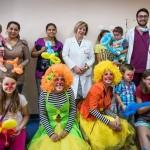 Клоуни играят пред болни деца в Национална кардиологична болница