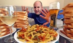 Стомахът на мъж превръща всяка хапка в чист алкохол